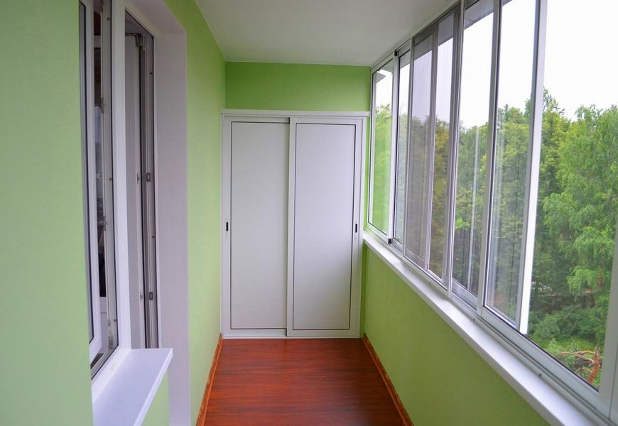 Холодная шестиметровая лоджия системы Provedal, шкаф с раздвижными дверцами